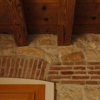 muro interno pietra e mattoni